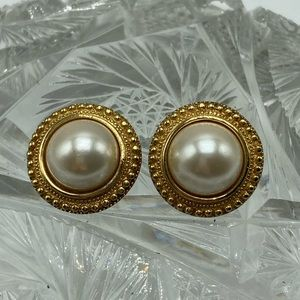Vintage Christian DIOR 90s pearl chunk gold round